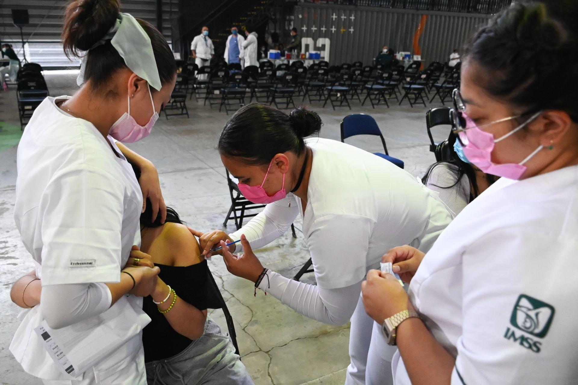 Médicos y enfermeras del IMSS e ISSSTE tendrán incremento salarial de 5.4% thumbnail
